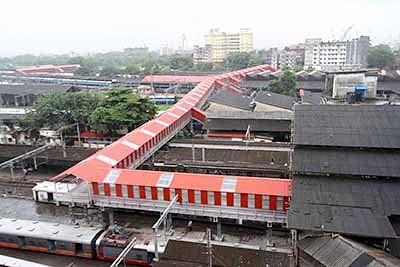 Mumbai: Western Railway to shut Dadar FOB from today