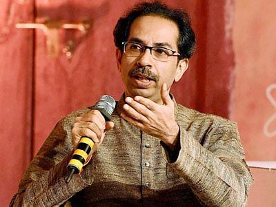 Shiv Sena buries hatchet, to join BJP government in Maharashtra