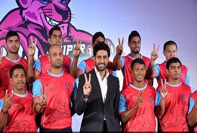 B-Town congratulate Abishek Bachchan post kabaddi team's win