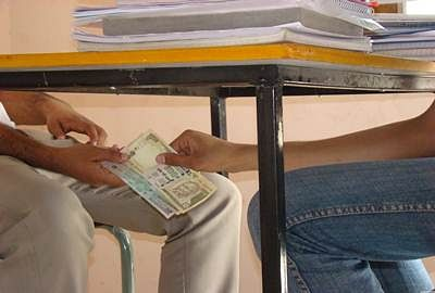 Telangana cop awarded 'best constable' on Independence Day caught taking bribe!