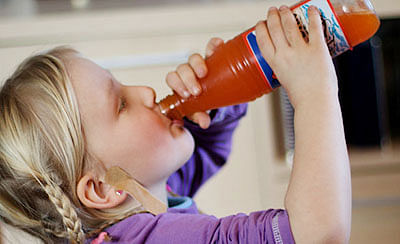 Sugary drinks trigger early periods in girls