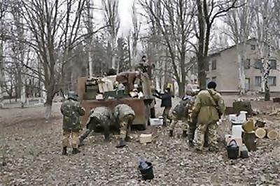 Both sides claim violations after Ukraine cease-fire starts