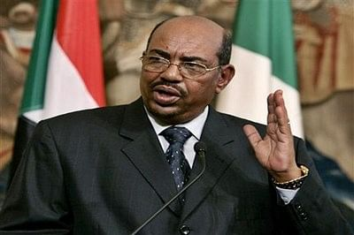 Three dead after Sudan protest as crowds cheer Omar al-Bashir at rival rally