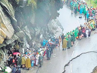 Badrinath yatra goes  on amid heavy rains