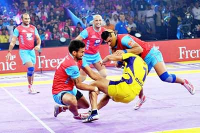 Titans, Panthers play out thrilling draw