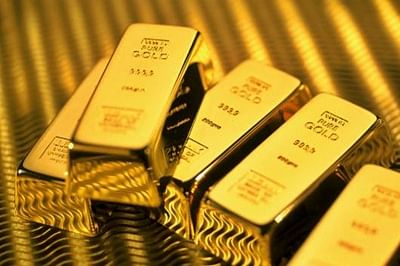 Gold futures up Rs 35 on global cues