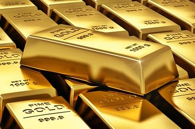 Gold recovers on jewellers buying, global cues