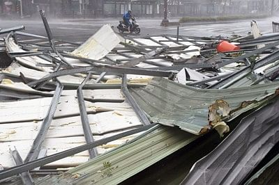 Typhoon leaves 2 dead, thousands of South Korean homes powerless