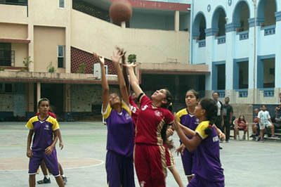 Basketball: Divine Child in semis