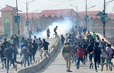 Curbs in Kashmir lead to  clashes, separatists held
