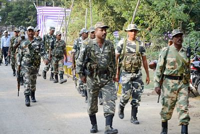 Naxals kill 3 CRPF men in Bijapur; girl dies in crossfire
