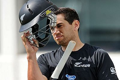 Record-breaking Ross Taylor keeps second Test alive