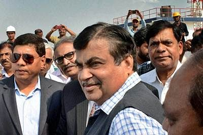 Mumbai: Union Minister for Shipping and Transport, Nitin Gadkari during the inauguration of Second Liquid Chemical Berth at Mahul in Mumbai on Wednesday. PTI Photo  (PTI1_13_2016_000140B)