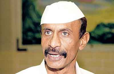 Gangster-turned-politician MLA ARUN GAWLI at his Dagdi Chawl talking to his workers soon after his release from police custdoy on Sunday. Gawli is keen to attend the winter session in Nagpur   story vkm
