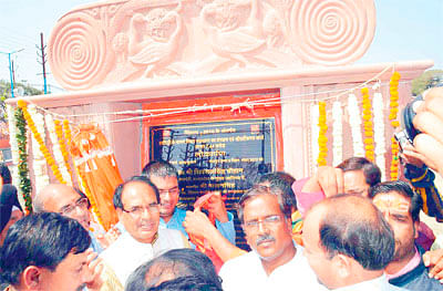 CM inaugurates works worth hundreds crores in city