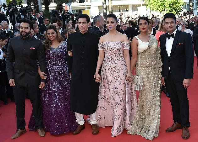 """(FromL) Indian producers Jackky Bhagnani and Honey Bhagnani, director Omung Kumar, actresses Aishwarya Rai and Richa Chadha and producer Bhushan Kumar pose as they arrive on May 15, 2016 for the screening of the film """"Mal de Pierres (From the Land of the Moon)"""" at the 69th Cannes Film Festival in Cannes, southern France."""