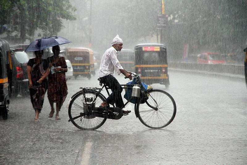 Mumbai: Heavy rains lead to water logging, incidents of tree and wall crash