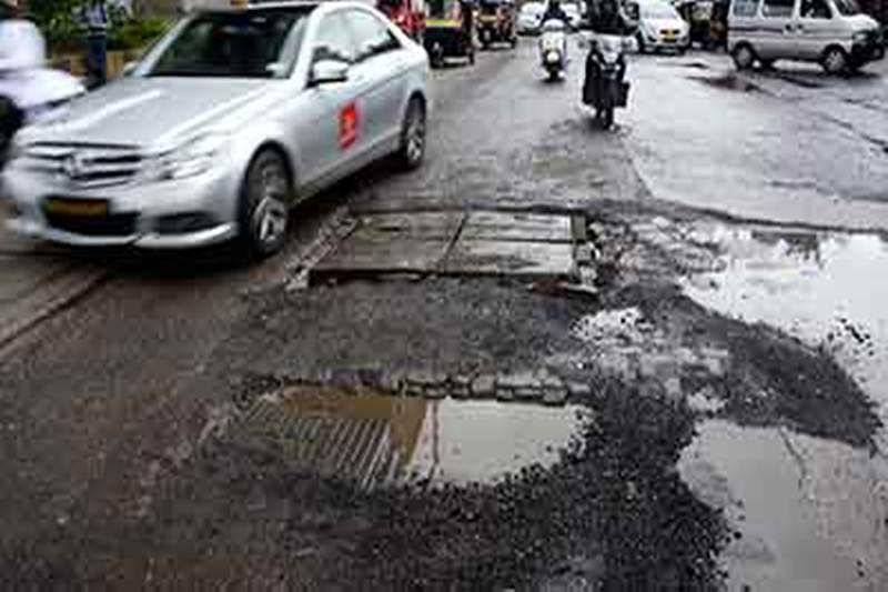 Mumbai: Corporators slam admin over potholes on roads