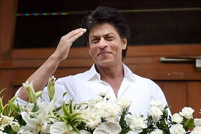 SRK stays away from controversy