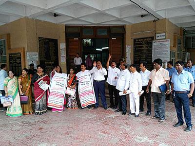 BJP minister faces opposition music for gatari at school