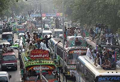 Kashmir: Pakistan marches to Wagah border