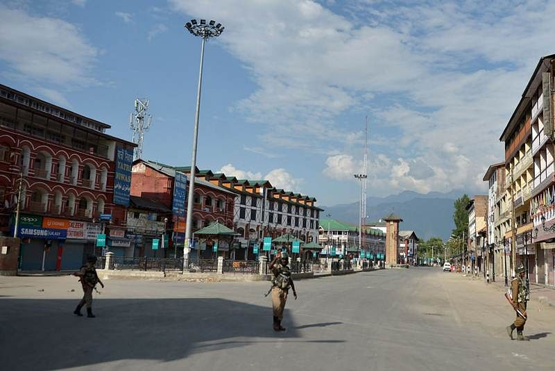 Army Chief in Kashmir, asks forces to exercise restraint