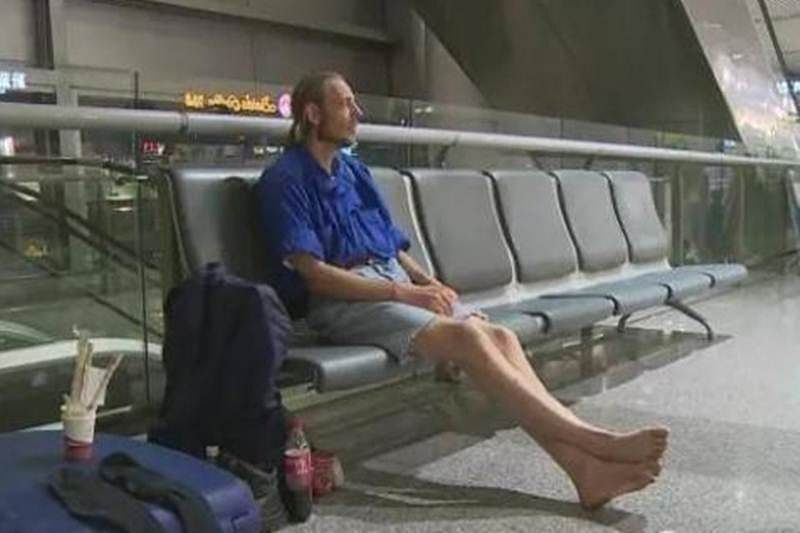 Dutch man waits 10 days at Chinese airport for lover