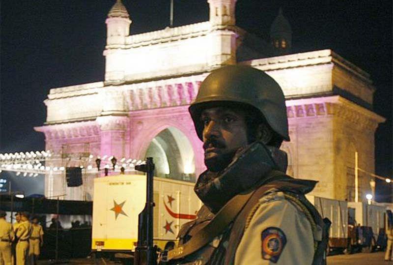 Mumbai Alert: Fencing off citizens' convenience