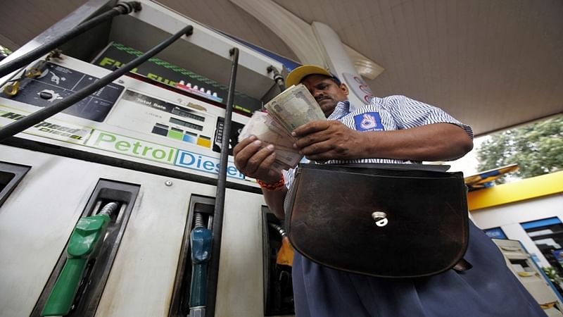 Maha govt hikes VAT on petrol by Rs 1.50 per litre