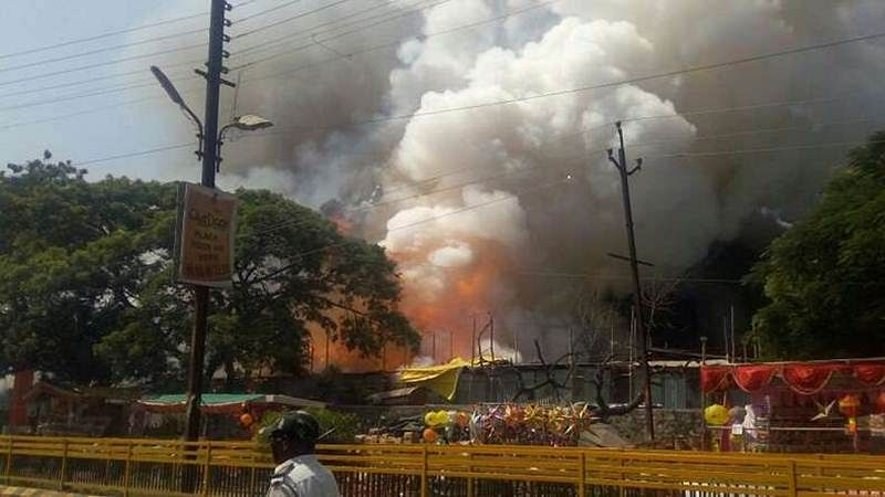 Maharastra: Fire in crackers market 150 stalls, 30 vehicles gutted