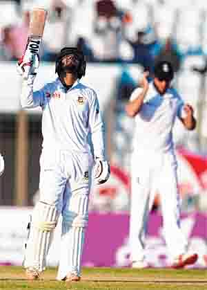 Bangladesh need 33, England 2 wickets, in Test thriller