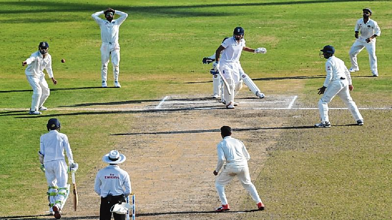 A TestMatch! : l England need 318 runs l India need 8 wickets