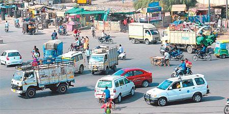 Indore: Who manages traffic at Malviya Nagar Square