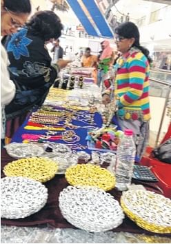 Ujjain: Handicrafts exhibition-cum-fair attracts many at Cosmos Mall