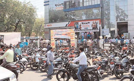 Ujjain: Customers throng showrooms despite depleted stock