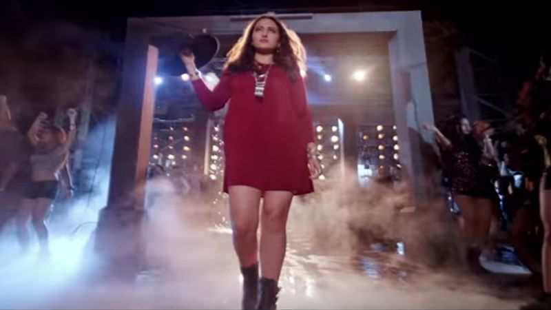 Sonakshi shines in Sonu Nigam's version of Rafi's 'Gulabi Aankhen' Retro Mix