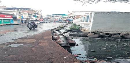Bhopal: Nullah at Saifia College Road another instance of civic negligence