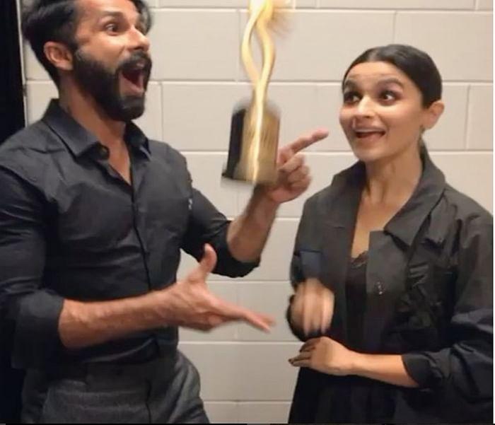 Must See! IIFA Awards 2017 winners Shahid Kapoor and Alia Bhatt celebrated their victory like this