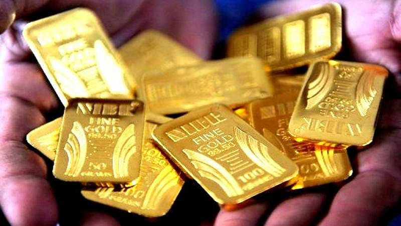 Gold drops below Rs 30,000, silver plunges Rs 800