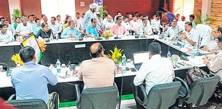 Ujjain: Revenue department officials taken to task by chief secretary