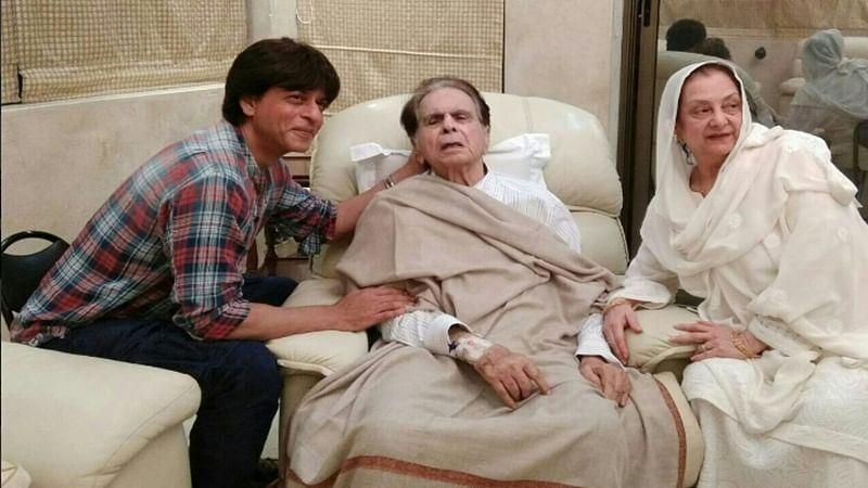 SRK meets Dilip Kumar at his home