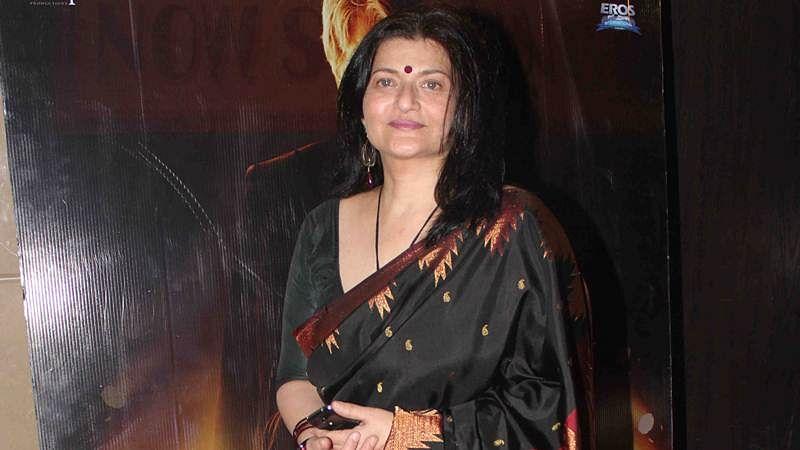 Sarika on set of daughter Shruti Haasan's next film