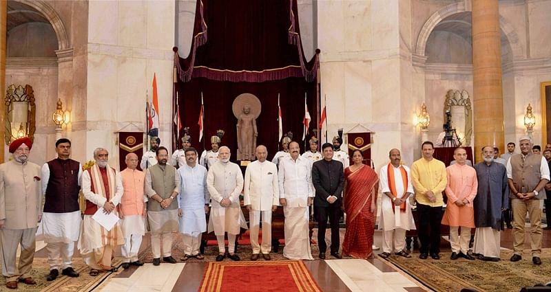 New Delhi: President Ram Nath Kovind, Vice President M. Venkaiah Naidu, Prime Minister Narendra Modi poses with new members of cabinet after the reshuffle at Rashtrapati Bhavan in New Delhi on Sunday.   PTI Photo (PTI9_3_2017_000041B)