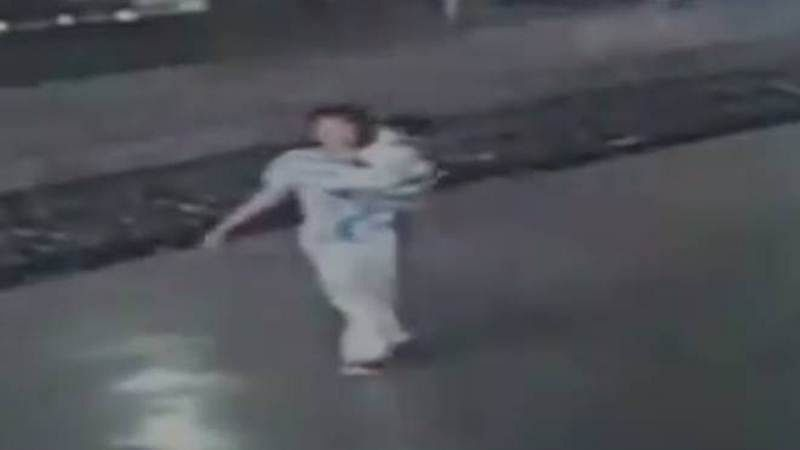 Mumbai: 3-year-old abducted from Vashi Railway station; video of abductor boarding train goes viral