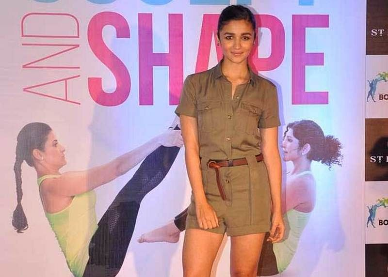 How to wear khaki and look fashionable