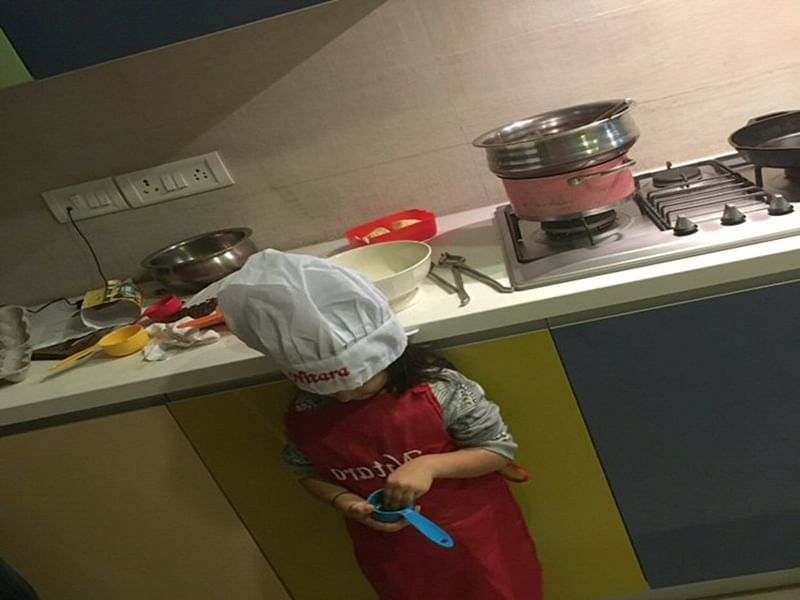 How Cute! Akshay Kumar-Twinkle Khanna's daughter Nitara turns Chef