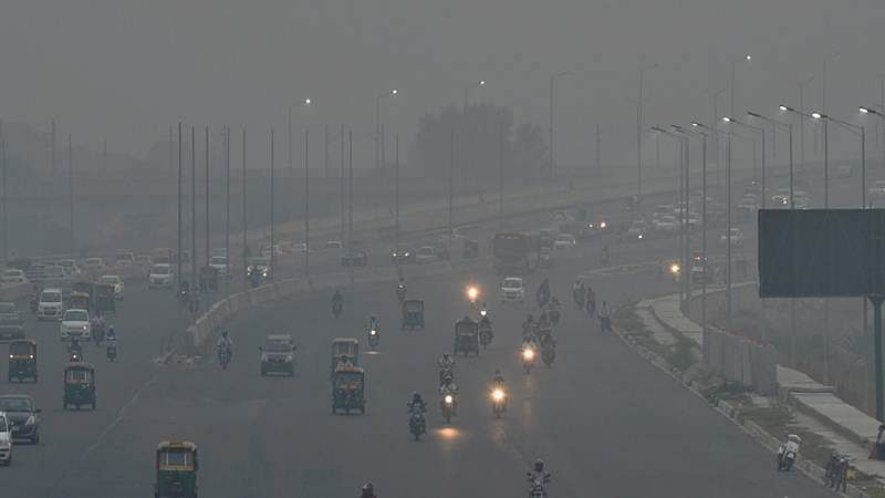 Delhi: Pollution level remains 'very poor'; 110 vehicles deployed for sprinkling water on roads