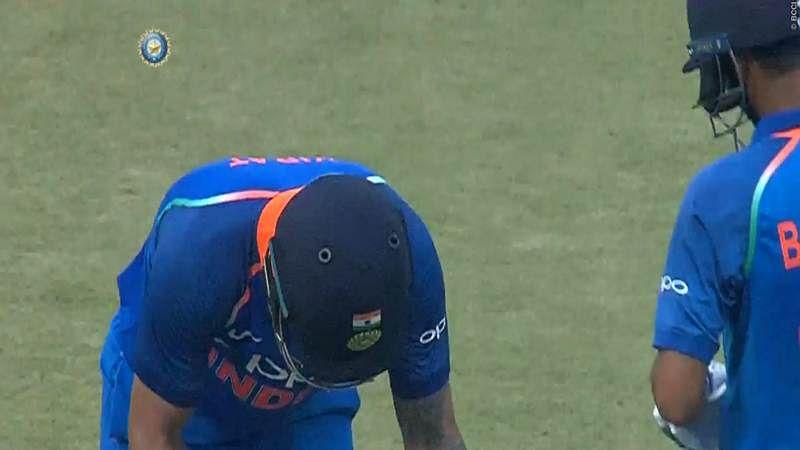 India vs New Zealand 1st ODI: Virat Kohli bows down to Bhuvneshwar Kumar's power hitting, Watch Video