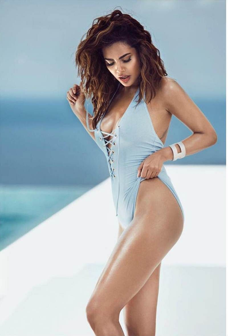 Esha Gupta's thank you for her birthday wishes is the hottest thing on the net today