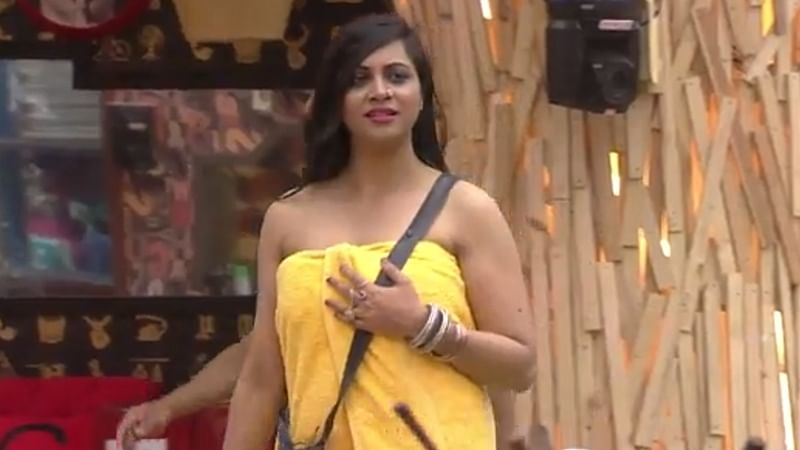 Watch! Hot video of Arshi Khan roaming only in a 'Towel' in the Bigg Boss 11 house